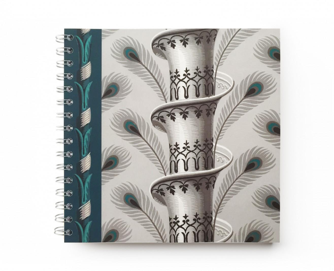Cahier à spirale . Plumes de paon . 1803